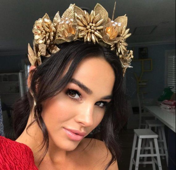 Are gold head pieces trending- Know the latest trends.